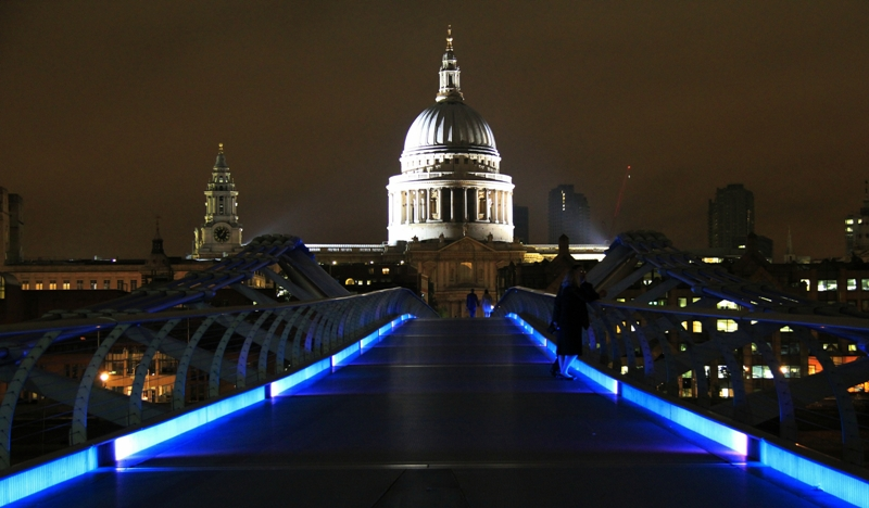 Deep in the night on the Millennium Bridge - Copy