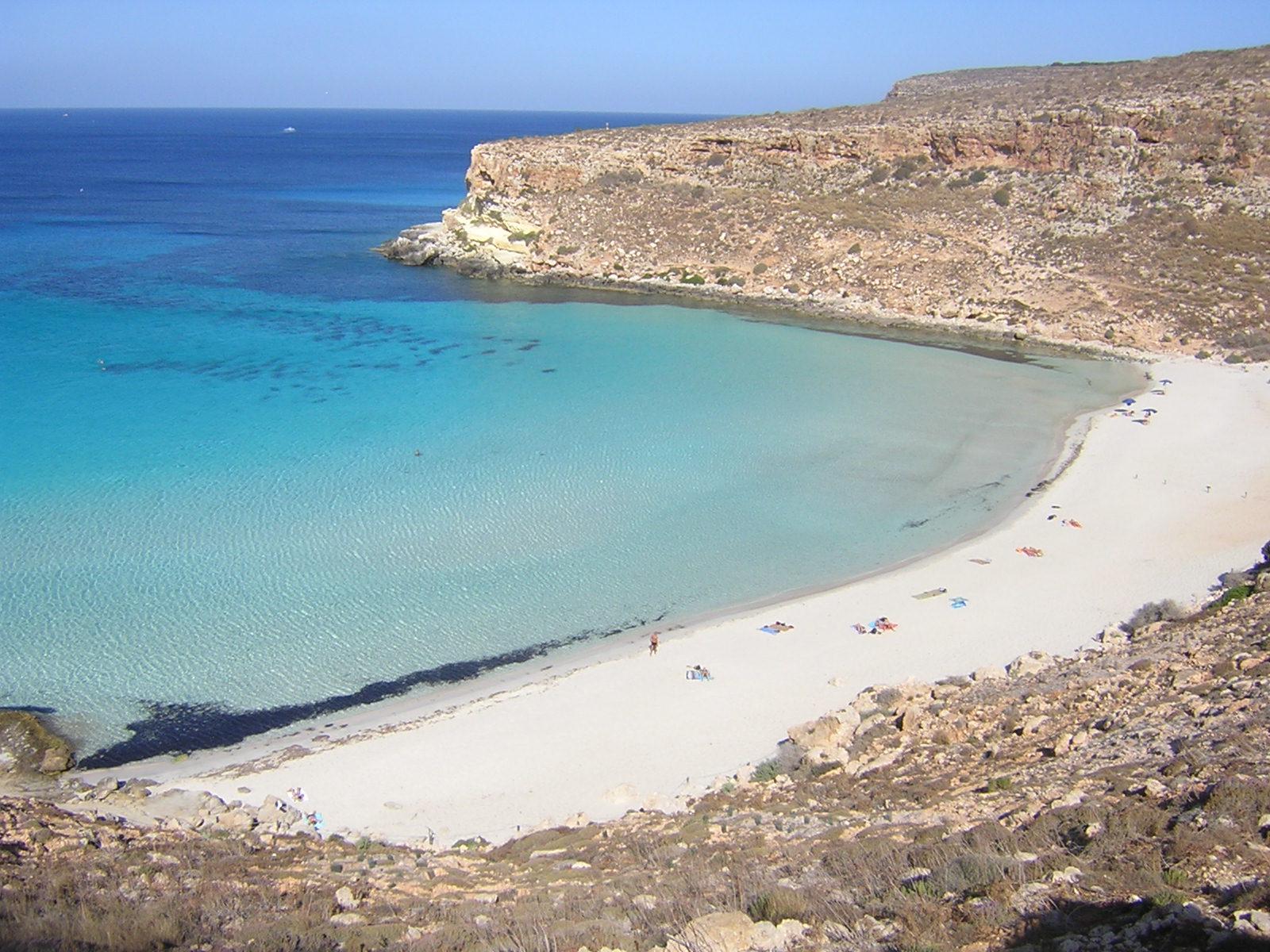 Matrimonio Spiaggia Lampedusa : Le spiagge più belle d italia pescini